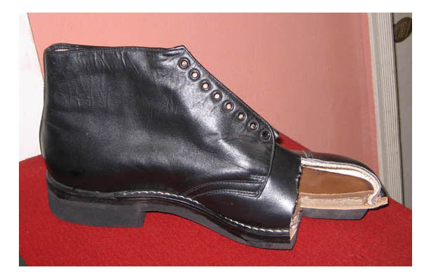 5be0db179 Образец армейской обуви.