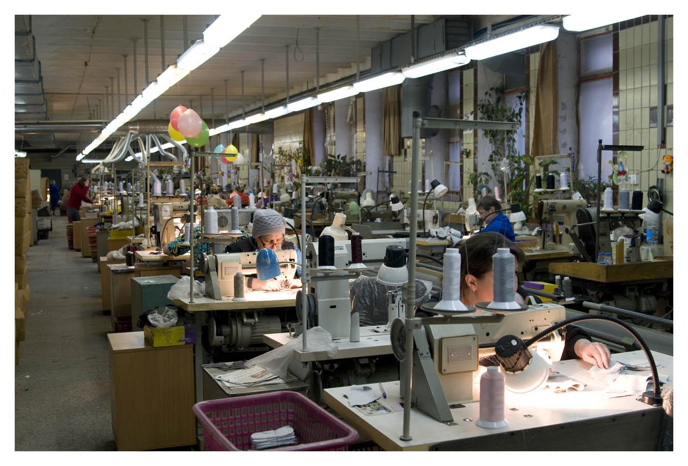9987b2048 На протяжении всей истории фабрики «СКОРОХОД» огромная часть выпуска обуви  приходилось именно на производство детской обуви.